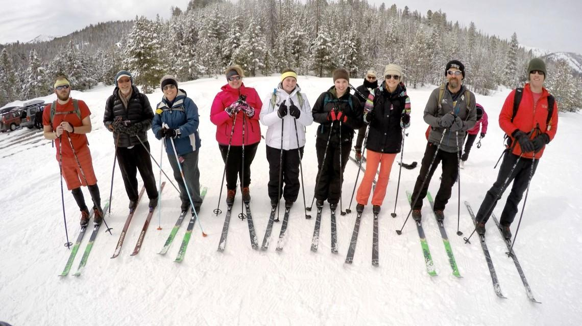 11 students line up for a photo before they start skiing
