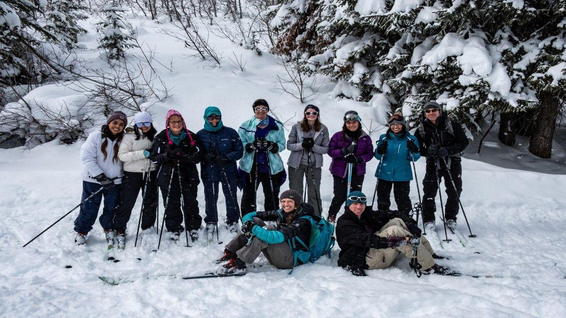 12 students line up for a photo after a day of skiing